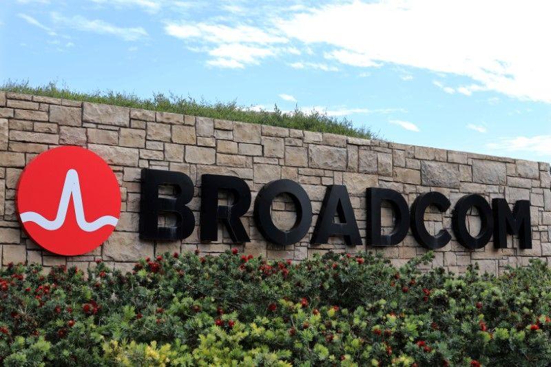 Photo of US President Donald Trump Blocks Broadcom's Proposed Takeover of Qualcomm